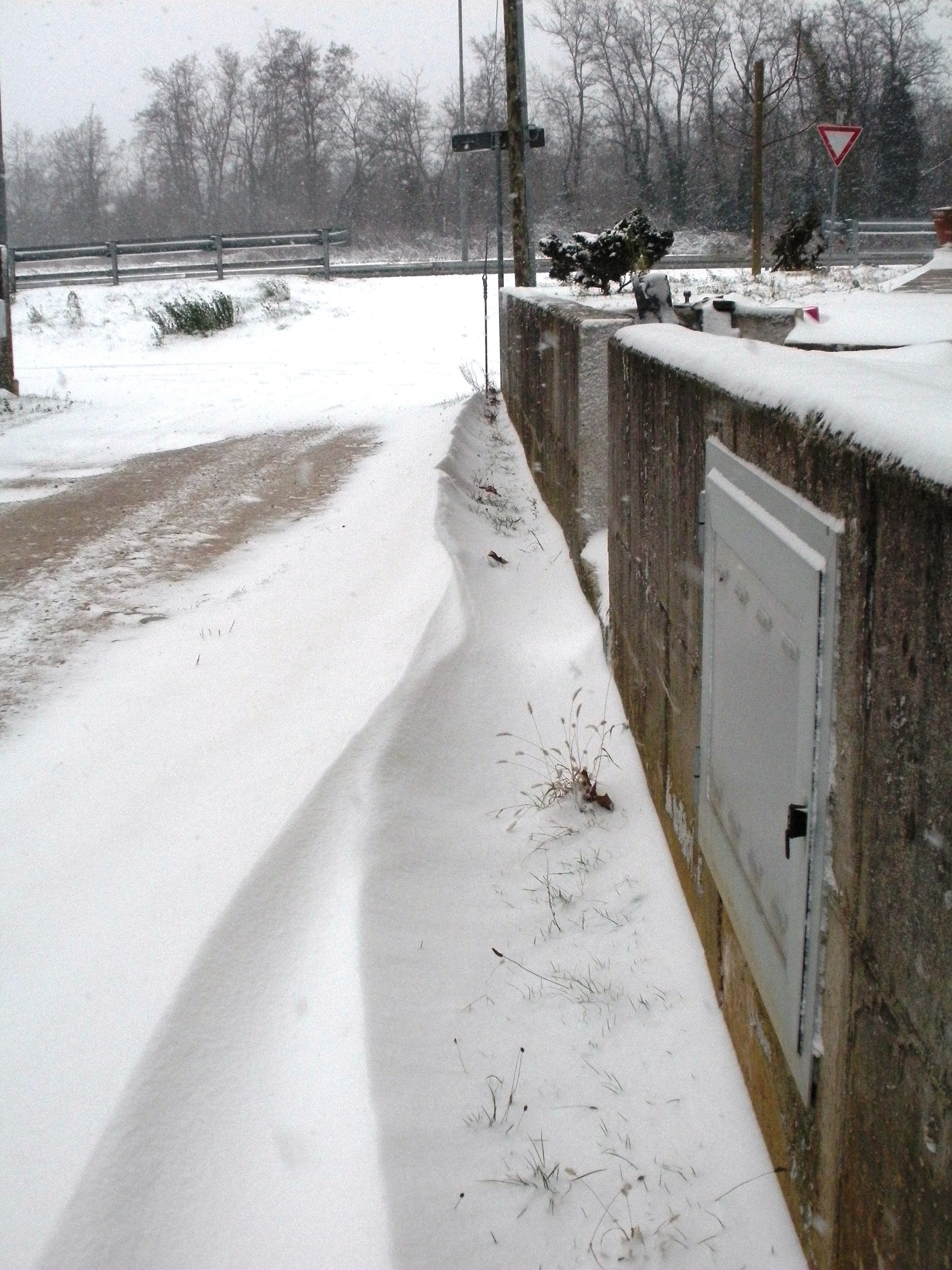Clicca l'immagine per ingrandirla.  Nome: Nevicata 19 12 2009 (29).jpg Visualizzazioni: 109 Dimensione: 1.29 MB ID: 47980