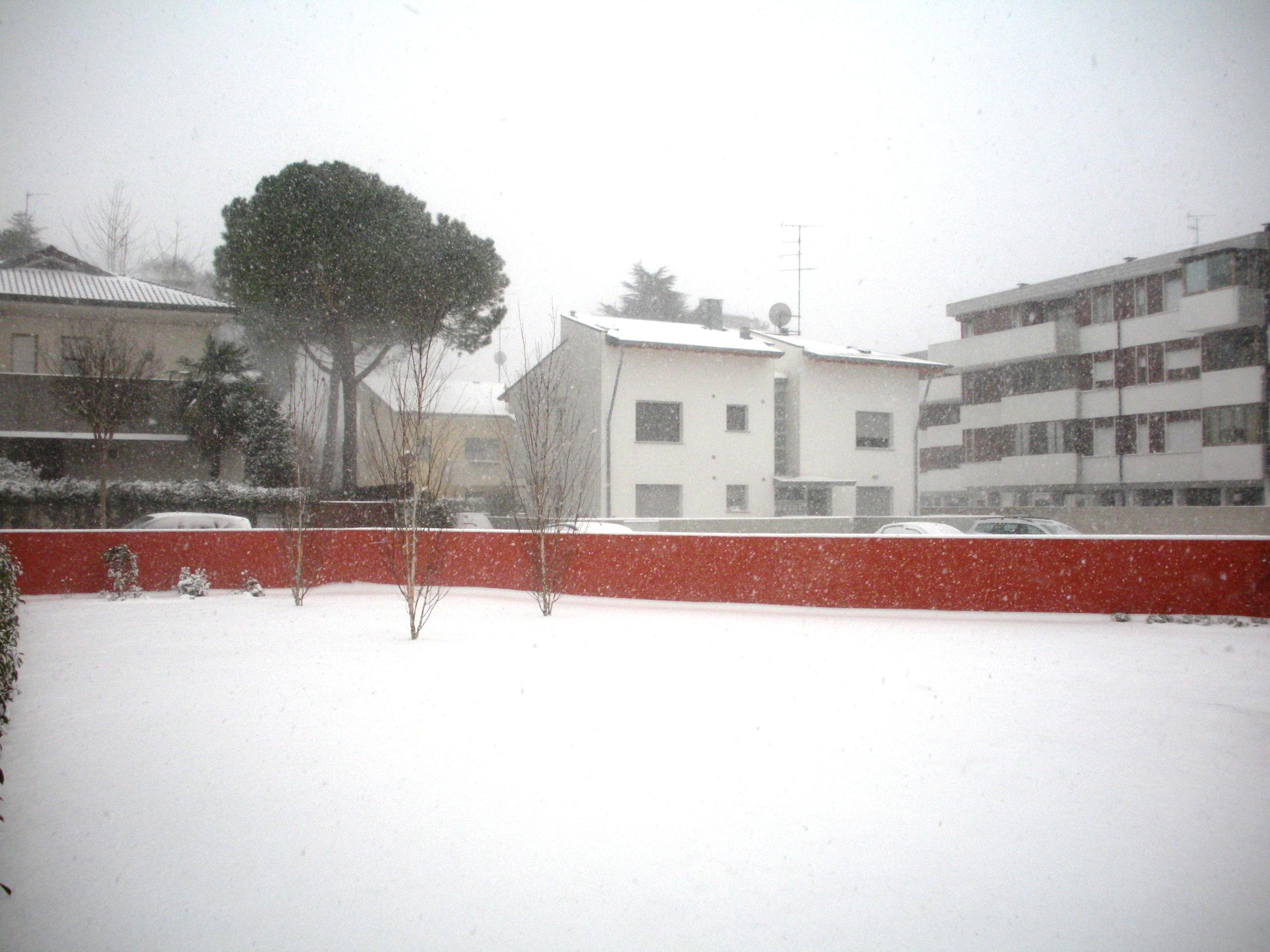 Clicca l'immagine per ingrandirla.  Nome: Nevicata 19 12 2009 (43).jpg Visualizzazioni: 115 Dimensione: 1.14 MB ID: 47981
