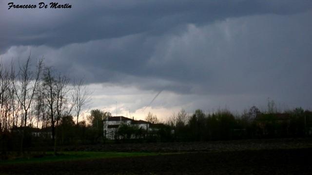 Clicca l'immagine per ingrandirla.  Nome: tornado web.JPG Visualizzazioni: 25 Dimensione: 57.2 KB ID: 55909