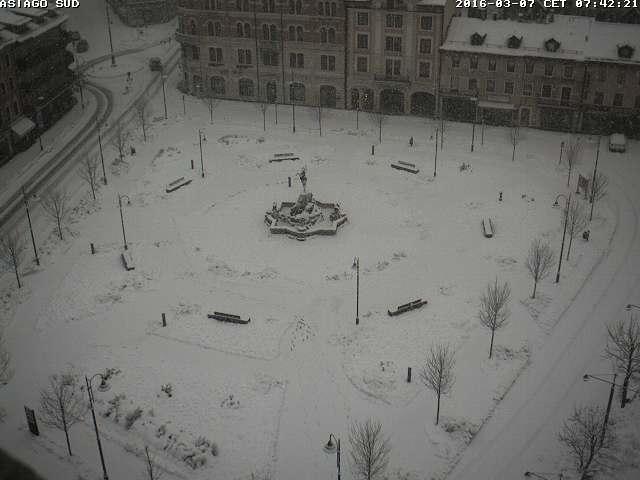 Clicca l'immagine per ingrandirla.  Nome: webcam2.jpg Visualizzazioni: 60 Dimensione: 30.9 KB ID: 79696