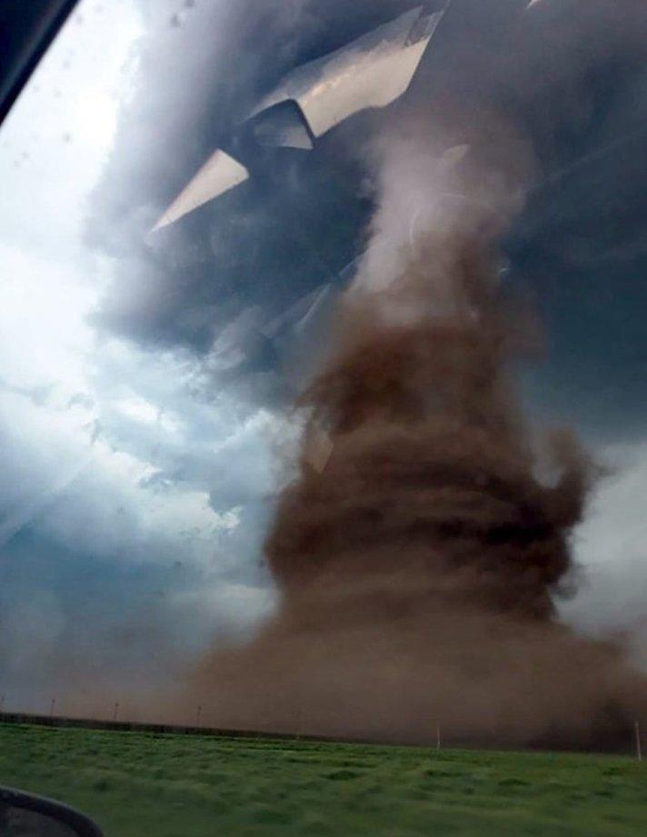 Clicca l'immagine per ingrandirla.  Nome: tornado romania.jpg Visualizzazioni: 70 Dimensione: 49.6 KB ID: 94225