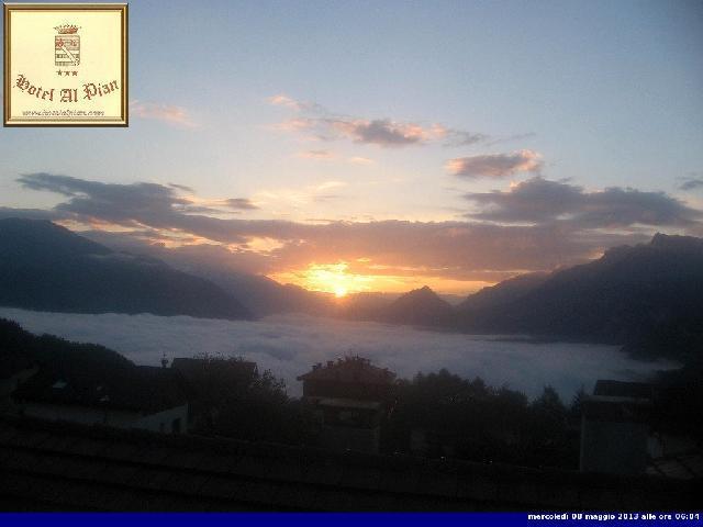 Clicca l'immagine per ingrandirla.  Nome: alba sulla Valsugana 8 maggio.jpg Visualizzazioni: 76 Dimensione: 27.7 KB ID: 30276
