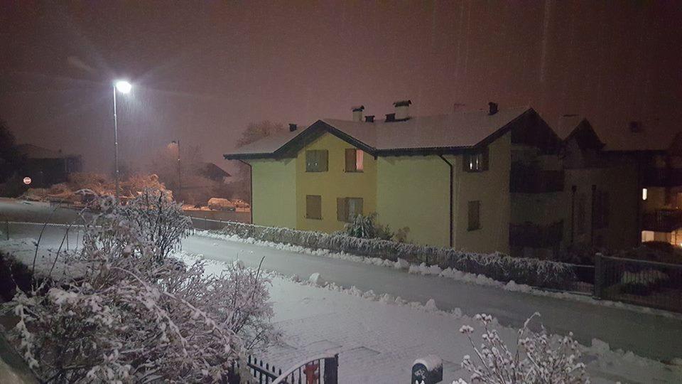 Clicca l'immagine per ingrandirla.  Nome: neve sera 4.jpg Visualizzazioni: 73 Dimensione: 73.3 KB ID: 84018